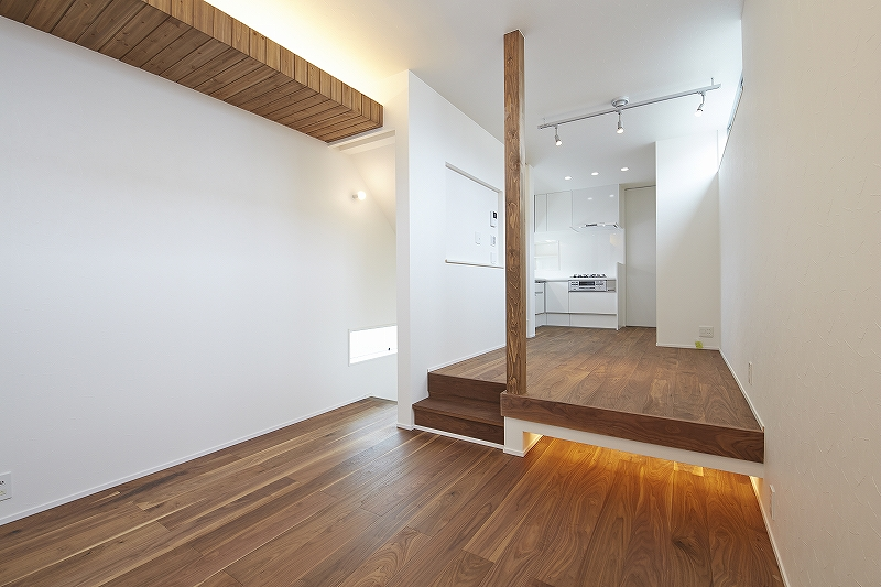 間口4.5m 細長い敷地を最大限に活かした3階建て