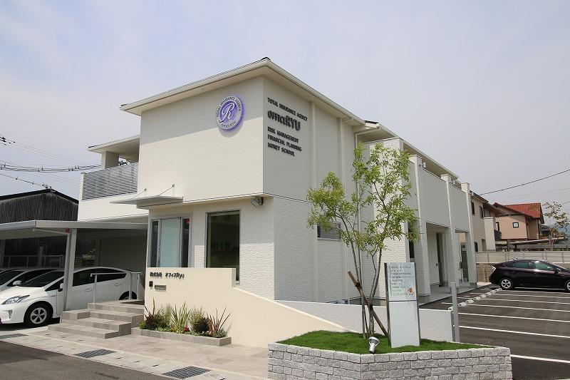 事務所と賃貸住宅の複合用途を持つ建物。