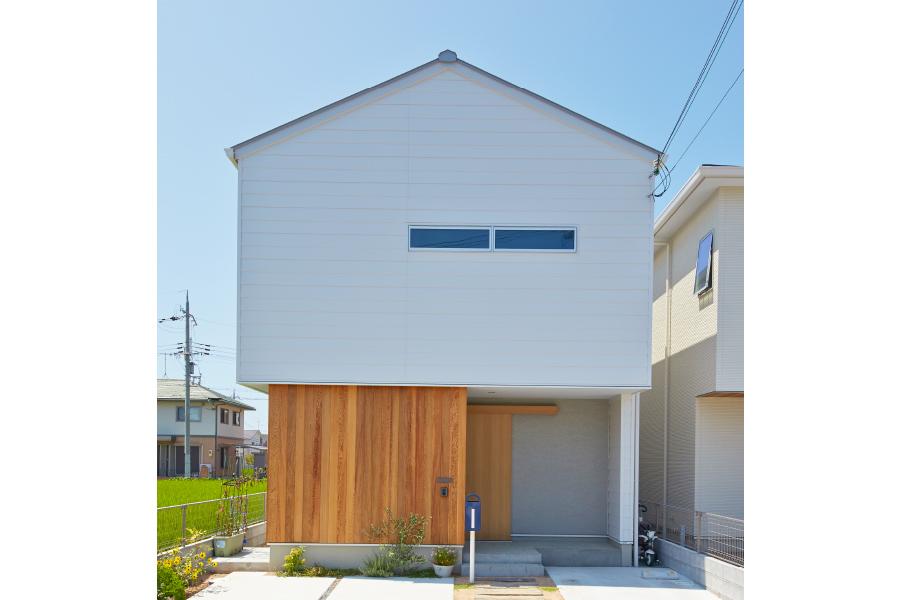 No.89 / 中庭のある三角屋根の家